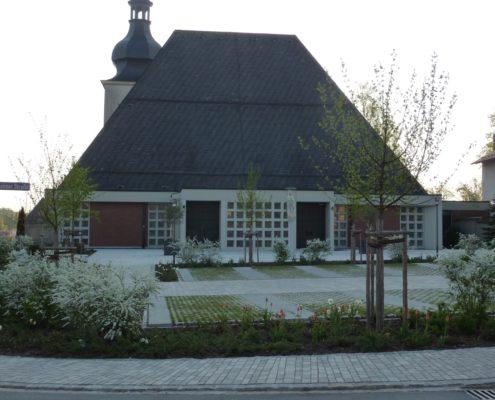 Neugestaltung Kirchplatz Gartenbau Schmaußer GbR